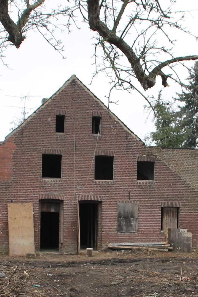 Haus 500 J. alt vor Sanierung